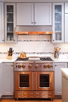Great and copper kitchen! BlueStar Precious Metals Copper Range in a Country Chic Kitchen Kitchen Stove, Kitchen Redo, Kitchen And Bath, New Kitchen, Kitchen Remodel, Kitchen Dining, Kitchen Appliances, Awesome Kitchen, Gold Kitchen