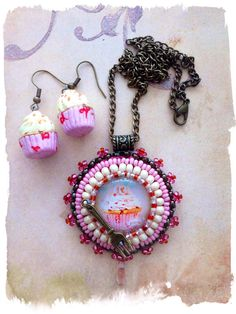 Very cute pink cupcake Pendant and Earrings on Etsy, € 25,00
