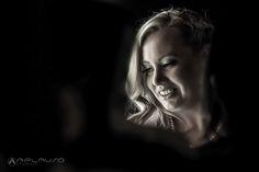 Monochrome wedding bride portrait in Kelowna BC by Aplauso Studios