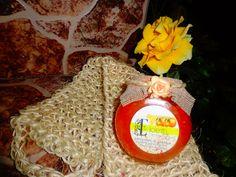 Exfoliantes con sal de mar, zumo de naranja, aceites y vitamina E, para eliminar célula muerta y suavizar la piel.