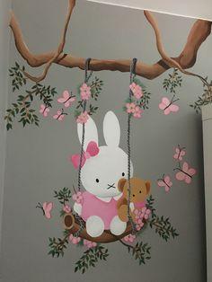 Nijntje op schommel heb ik op mijn babykamer geschilderd