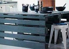 Resultado de imagem para sofa feito de pallet de cor preta