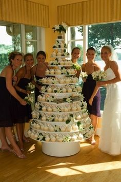 the basics of rustic wedding cake and cupcakes display receptions you can benefit from starting right away 6 Floral Wedding Cakes, Wedding Cake Rustic, Wedding Cake Designs, Rustic Cupcakes, Wedding Cakes With Cupcakes, Rustic Cupcake Display, Green Cupcakes, Cupcake Tree, Cupcake Cakes