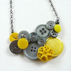 Fun Gray and Yellow Star Upcycled Vintage Button Statement Necklace Diy Buttons, Vintage Buttons, Button Art, Button Crafts, Bead Crafts, Jewelry Crafts, Maxi Collar, Vintage Jewelry, Handmade Jewelry