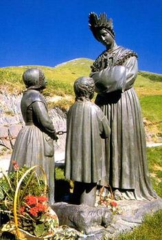 Notre Dame de la Salette et les deux enfants. Isère. Alpes