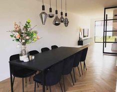 Finding the black dining room table as one of the furniture in your house will show the gothic appearance. Black Dining Room Table, Modern Dining Room, Dining Room Contemporary, Black Dining Room, Living Room Inspiration, Luxury Dining Room, Dining Room Inspiration Modern, Dining Table Black, Dinning Room Tables