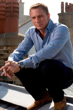 Many times when we see a film, we fascinated with what the actors wear. So in this video, we will breakdown the look of Daniel Craig as James Bond. Daniel Craig James Bond, Daniel Craig Style, Craig Bond, Rachel Weisz, Style James Bond, Daniel Graig, Service Secret, Mode Man, Best Bond