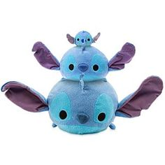 Disney stitch tsum tsum collectables in all sizes Large medium and small. Very cute collectables for all ages Lilo Stitch, Cute Stitch, Disney Toys, Walt Disney, Disney Art, Lelo And Stich, Peluche Stitch, Stitch Tsum Tsum, Stich Disney