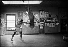 Muhammad Ali (1966) training in former World Bantamweight champion Jimmy Coulon's gym. Photographed by Thomas Hoepker #boxing #ali