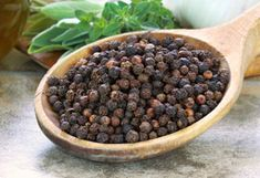 Black pepper oil is extracted from the Piper Nigrum plant of the Piperaceae family. Black pepper oil can be used in conjunction with many other essential oils. Black pepper body wash is a product of the oil that is used for bathing purposes. Black Pepper Oil, Black Pepper Essential Oil, Home Remedies For Acidity, Health Remedies, Black Pepper Health Benefits, Pepper Benefits, Ayurveda, Daily Health Tips, Perfume