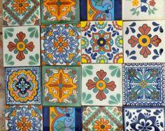 ✔ Acerca de 9 piezas de azulejos ‾‾‾‾‾‾‾‾‾‾‾‾‾‾‾‾‾‾‾‾‾‾‾‾‾ Añade un toque especial a cualquier superficie o proyecto con estos azulejos mexicanos hermosas únicas. *Tamaño: 4x4 pulgadas -Usted recibirá una caja de 9 azulejos mexicanos hecho a mano en Talavera (4x4 pulgadas) -Usted puede tener a todos del mismo diseño o puede optar por cualquiera de los diseños de los azulejos que aparecen en esta tienda para una caja (9 azulejos). Estos son todos a mano individualmente envueltas en plástico…