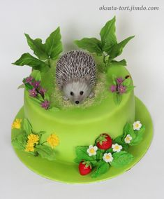 Hedgehog Cupcake, Sonic The Hedgehog Cake, Hedgehog Birthday, Pretty Cakes, Cute Cakes, Fondant Cakes, Cupcake Cakes, Woodland Cake, Safari Cakes