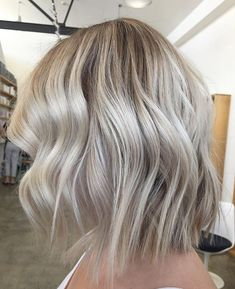 BLONDE BOMBSHELL  For this look we added depth to the root area (for low maintenance grow out ) and cleaned out those ends to a bright #creamy #blonde  Finished with a cute #textured #bob using @mizutaniscissors  hair by @amandatua_edwardsandco #edwardsandco #edwardsandcoalexandria