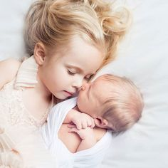 31 Trendy Baby Boy Newborn Pictures With Sibling Girls Foto Newborn, Newborn Shoot, Baby Boy Newborn, Newborn Care, Photo Bb, Jolie Photo, Sister Photography, Newborn Photography, Newborn Pictures