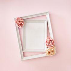 Hochzeitsfotorahmen mit rosen Kostenlose Fotos Invitation Floral, Wedding Invitation Card Design, Cherry Blossom Background, Pink And White Background, Rose Frame, Flower Frame, Love Wall Art, Wall Art Decor, Wedding Frames