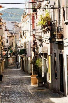Rua de S. Domingos, Setúbal - Portugal Portuguese Culture, City Scene, World Cities, Cabo, Natural Beauty, To Go, Around The Worlds, Adventure, Beach