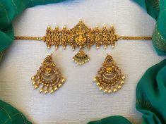 Kemp and Green Stone Pearl Lakshmi Choker ~ South India Jewels Antique Jewellery Designs, Fancy Jewellery, Gold Jewellery Design, Temple Jewellery, Gold Jhumka Earrings, Gold Earrings Designs, Necklace Designs, Gold Designs, Drop Earrings