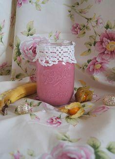 Kennt Ihr den Trinkjoghurt im Supermarkt? Manchmal kann ich daran einfach nicht vorbeigehen.. :D Soo lecker und eine gesunde Alternative zu Süßigkeiten – das hab ich zumindest gedacht, bis ic…