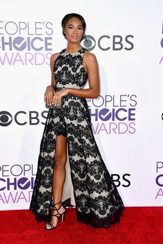 The Best Red Carpet Looks from the 2017 People's Choice Awards Chandler Kinney looked amazing! We love the slit in the front on her dress! Celebrity Gowns, Celebrity Style, Chandler Kinney, Cocktail Gowns, Dressy Dresses, Formal Gowns, Formal Wear, Red Carpet Dresses, Red Carpet Looks