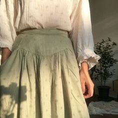 Find out everything about the cottagecore aesthetic that you want to know but you've been too afraid to ask. Moda Aesthetic, Aesthetic Clothes, Aesthetic Women, Aesthetic Grunge, Pink Aesthetic, Looks Style, Style Me, Green Gables, Mode Outfits