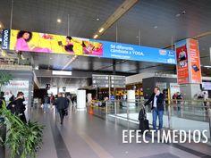 Se estima que el crecimiento del flujo de pasajeros en el Aeropuerto El Dorado, aumente un 10% cada año, llegando a los 59 millones de viajeros en el año 2021 #ideasefectivas Digital Signage, Digital Marketing, Innovation, Broadway Shows, Shopping Malls, Airports, Advertising, Digital Signature