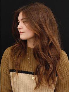 Smeđa kosa i sve predivne nijanse koje donosi proljeće Brown Blonde Hair, Light Brown Hair, Brunette Hair, Ginger Hair Color, Hair Color And Cut, Hair Color Auburn, Deep Auburn Hair, Natural Red Hair, Gorgeous Hair Color