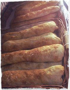 Las Turpis son de nuestros panes más especiales. El tipo de masa el toque de aceite de oliva y sal de mar la textura crujiente... logran un pan favorito para muchos. Si no lo has probado te estás perdiendo una experiencia extraordinaria. Acá te esperamos.