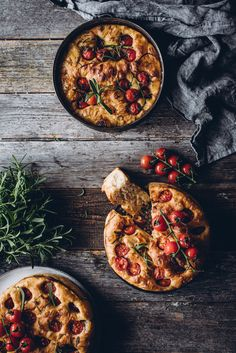 Yön yli kohotettu focaccia (V) – Viimeistä murua myöten Paella, Curry, Bread, Ethnic Recipes, Food, Curries, Brot, Essen, Baking