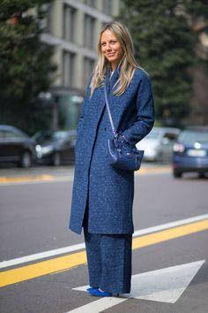 Синий цвет и такая текстура в этом сезоне в фаворе на улицах Милана