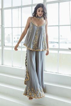 Ella Outfit – KYNAH - Cool gray sharara-kurta set with clear stone and gold embroidery paired with a matching gray net dupatta. Designs For Dresses, Dress Neck Designs, Blouse Designs, Indian Inspired Fashion, Indian Fashion, Dress Indian Style, Indian Dresses, Indian Attire, Indian Wear