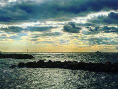 Light horizon😀 #orizzonte #horizon #light #luce #mare #sea #livorno #leghorn #toscana #tuscany #igersitalia #igerslivorno #igerstoscana #tourguide #guidaturistica #sky #cielo #cloud #cloudporn #nuvole #baracchinabianca #lungomare #tuscanygram