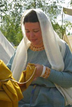 """Un costume de """"fausse"""" courtisane vers 1250"""