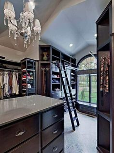 33-walk-in-closet-ideas - 59 walk-in-closet ideas to fulfill your and your clothes' dreams. You'll find much more amazing ideas @ glamshelf.com