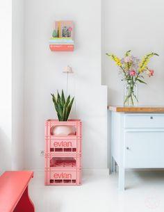 bottle crates Evian bottle crates to display house plants.Evian bottle crates to display house plants. Interior Inspiration, Room Inspiration, Deco Rose, Cv Design, Resume Design, Resume Cv, Interior Decorating, Interior Design, New Room