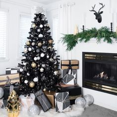 Why You'll Love that Black Christmas Tree Trend (Trust Me, I'm 9 Years In) Daring decorators are dreaming of a goth Christmas. Here's why you'll love the black Christmas tree trend (trust me, I'm 9 years in). Black Christmas Tree Decorations, Black Christmas Trees, Ribbon On Christmas Tree, Colorful Christmas Tree, New Years Decorations, Christmas Home, Office Christmas, Christmas Background, Gold Christmas