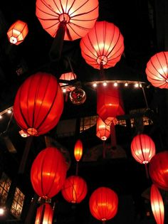 Hong Kong - I love lamp shots.