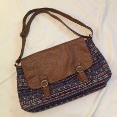 """I just discovered this while shopping on Poshmark: Aero Messenger Bag. Check it out! Price: $15 Size: W 16"""" X H 9"""" X D 4.5"""""""