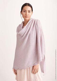Kostenlose Strickanleitung für einen große Tuch im Ajourmuster gestrickt, #stricken / knitting pattern for an oversized cape via lanagrossa.de