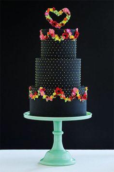 Pasteles para xv años en color negro  http://ideasparamisquince.com/pasteles-xv-anos-color-negro/  #Pastelesparaxvañosencolornegro