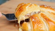 Camembert Surprise - Twisted Use a few sheets of Filo instead of puff pastry, as puff doesn't cook properly on top in the original recipe Italian Recipes, Vegan Recipes, Cooking Recipes, Cheese Recipes, Vegan Food, Cooking Tips, Twisted Recipes, Twisted Food, How To Make Sandwich
