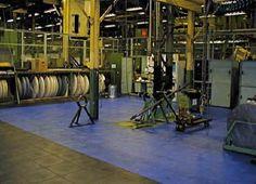 Höchste Belastungen an einen Hallenboden aus PVC-Fliesen