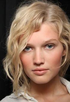 model Toni Garrn hair