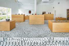 関祐介 による2万5000点の陶器を再利用した波佐見焼専門店
