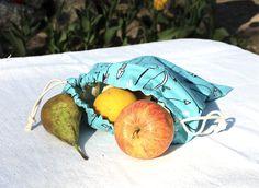 """Sac à vrac bio """"Zéro déchet""""      Publié le 11 Avril 2012 09h47 par admin dans Couture  Par : Cousu Bio Niveau : Débutant      Il est temps d'en finir avec l'automatisme du sac en plastique, préparez vos propres sacs à vrac ! Pour le marché, pour le goûter, il est votre nouvel allié zéro déchet, parfait substitut aux matières plastiques jetables. Clémence alias Cousu Bio nous propose de passer au naturel avec ce tuto très bio !  Pratique, esthétique, durable, on s'y met ?"""