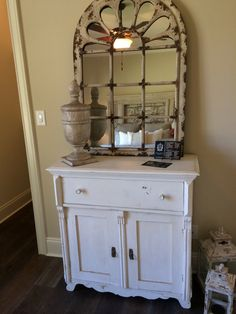 Antique pine sideboard in white.