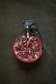 Pomegranate hand grenade by Sarah Illenberger Strange Fruit, Food Design, Set Design, Poema Visual, Sarah Illenberger, Top Photos, Amazing Food Art, You're Awesome, Food Sculpture