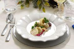 Frittelle di baccalà mantecato, patate con pastella al grano saraceno, chips di verdure invernali e salsa barbabietola