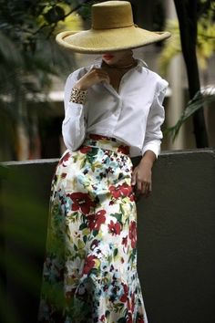 This outfit just looks like fun Lagerfeld, Floral Fashion, Color Fashion, Trends 2018, Hats For Women, Chiffon, Feminine, Street Style, Style Inspiration
