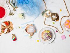 Laskiaisen aikaan maailmalla nautitaan värikkäästä ja iloisesta karnevaalihuumasta. Yhdistä tänä vuonna omaan laskiaisen viettoosi tuulahdus kansainvälistä karnevaalitunnelmaa! #laskiainen #laskiaiskarnevaali www.fazer.fi/laskiainen