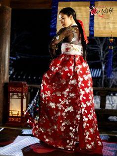 Korean drama [Cruel Palace - War of Flowers] = 소용조씨[Lady Jo Gwi-in] - 김현주(Kim Hyun-joo) Korean Traditional Dress, Traditional Fashion, Traditional Dresses, Korean Hanbok, Korean Dress, Beautiful Costumes, Actors & Actresses, Asian, Formal Dresses